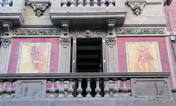 Arquitectura diabòlica al cor de l'antiga Gràcia gitana