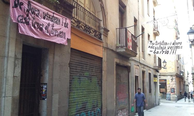 """Resistim al Gòtic denuncia """"l'expulsió massiva"""" de veïns"""
