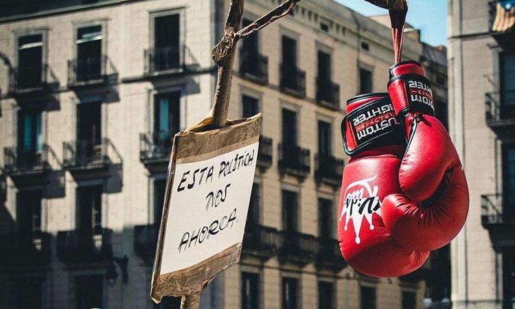 Els clubs esportius protesten a Sant Jaume pel nou tancament