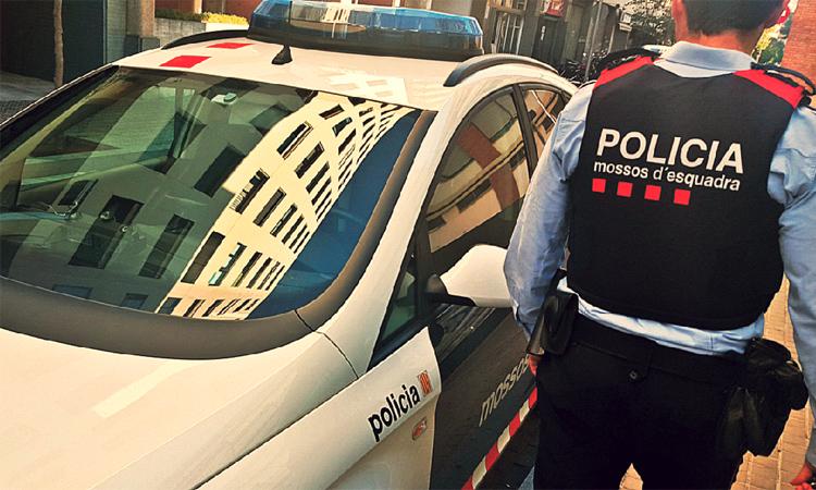 Detenen un traficant del Raval per violar una menor