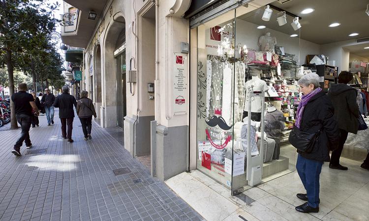 Més ombres que llums: els comerciants valoren el mandat Colau
