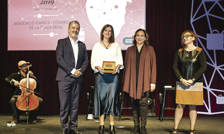 Premien l'Associació d'Amics i Comerciants de la plaça Reial