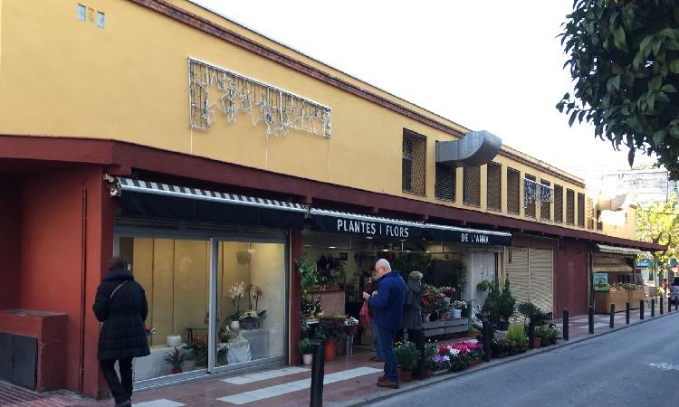 Només un de cada tres comerços de Cornellà t'atén en català quan hi entres