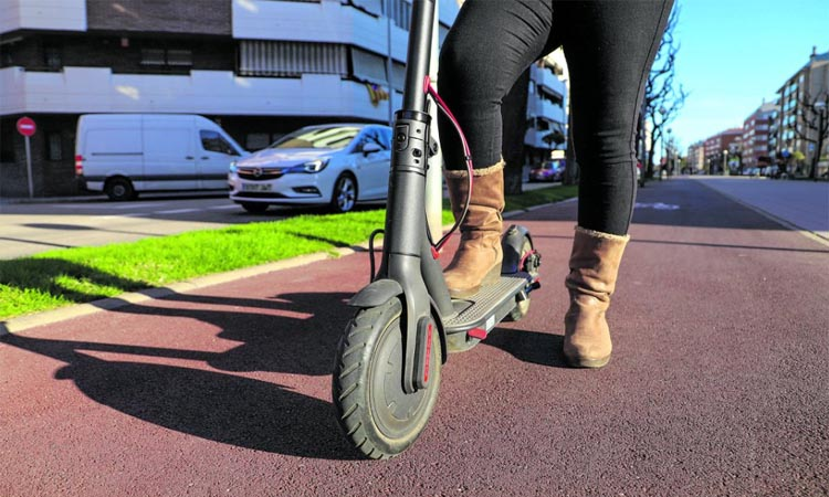La policia multa més de 200 usuaris de bicis i patinets