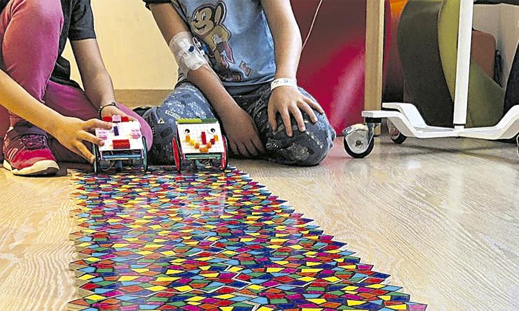 Tallers de robòtica 'made in' Cornellà per a nens a l'hospital