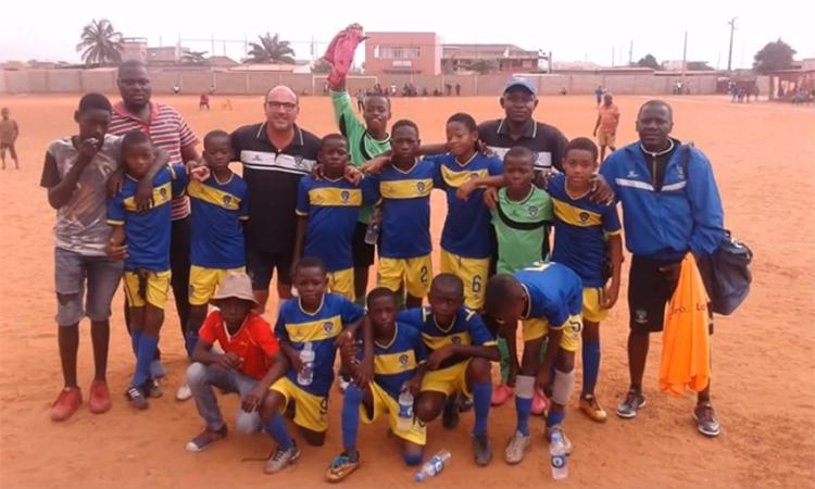 Toni Cortés, un cornellanenc que forma les futures promeses del futbol a Angola