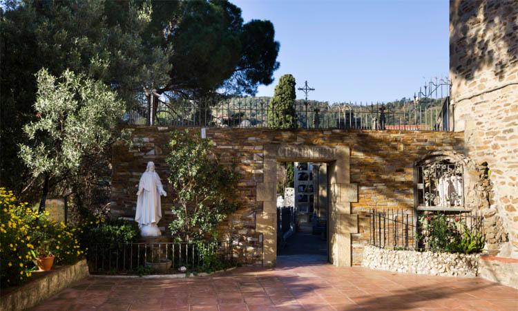 Sant Genís: l'únic cementiri parroquial que queda a la ciutat