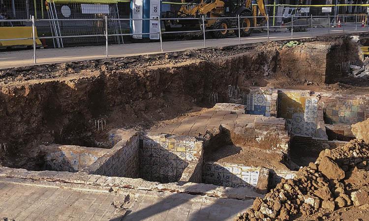 Troben restes arqueològiques a les obres de la Diagonal