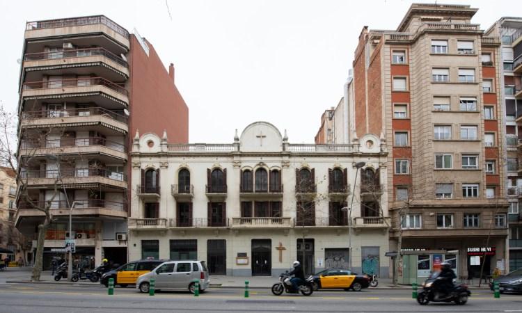 """Diverses entitats demanen """"salvar"""" l'edifici d'Urgell 176"""