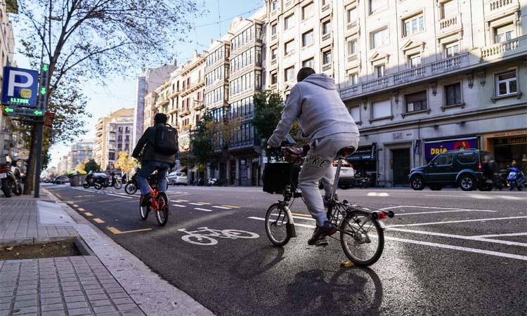 Ja es pot creuar l'Eixample en bici pel carrer Aragó