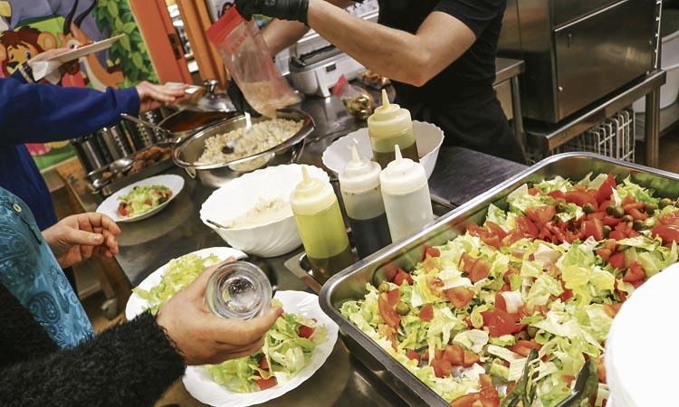 L'Escola Urgell ofereix un menú sense carn ni peix des de l'any 1940