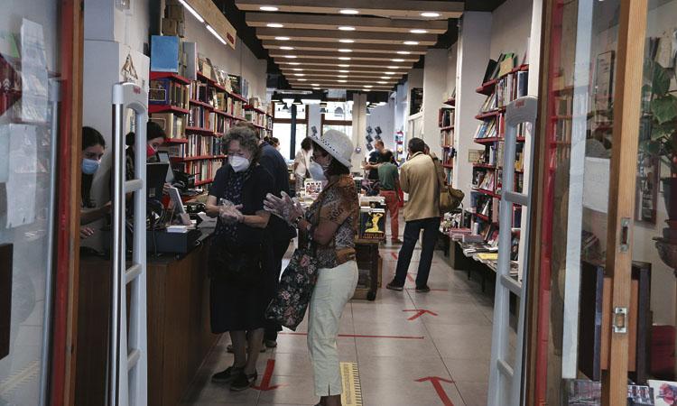 Un Sant Jordi a davant de les llibreries, el més probable