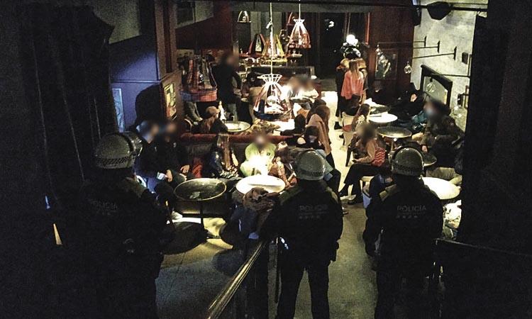 Enxampen 67 persones fent una festa en un local de la Rambla