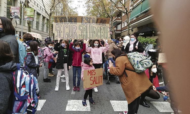 Una quarantena d'escoles tallaran el trànsit divendres