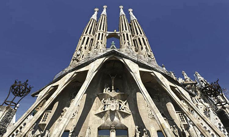La Sagrada Família compra un solar al costat de la basílica