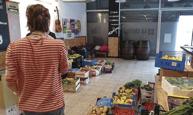 La Comuna d'Aliments de Sagrada Família reivindica la solidaritat veïnal
