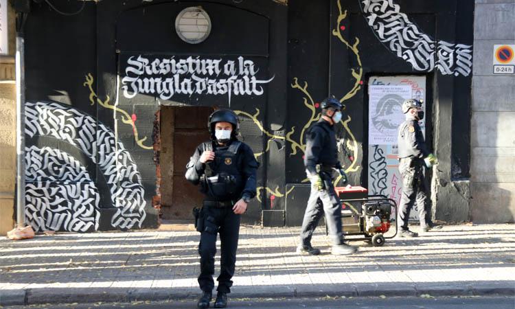 Els Mossos desallotgen l'espai ocupat l'Engorilada