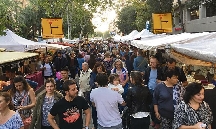 Arriba la Fira de comerç, entitats i artesans de la Sagrada Família
