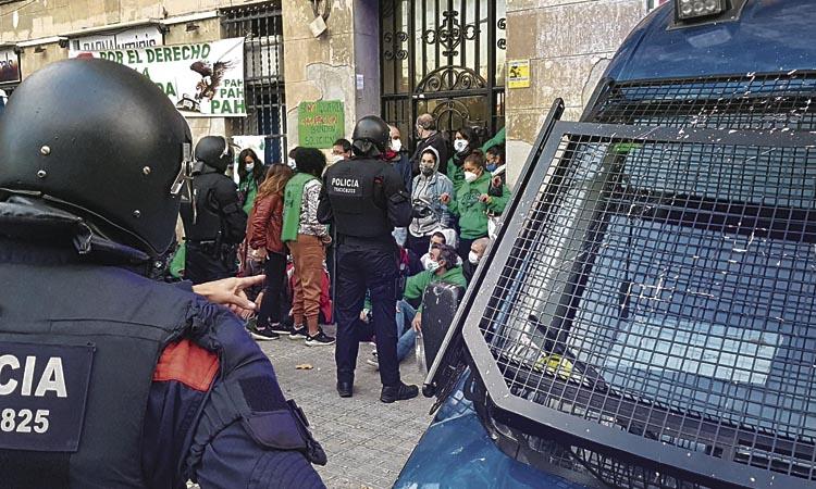Desnonades quatre famílies d'un bloc del carrer Aragó