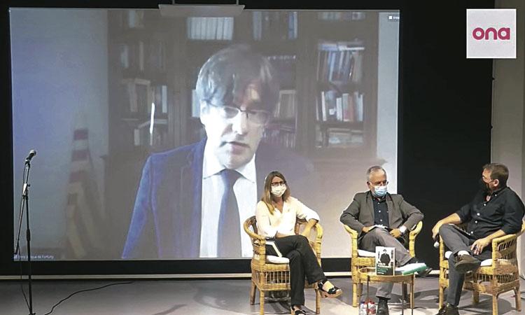 Puigdemont presenta a la llibreria Ona 'La lluita a l'exili'