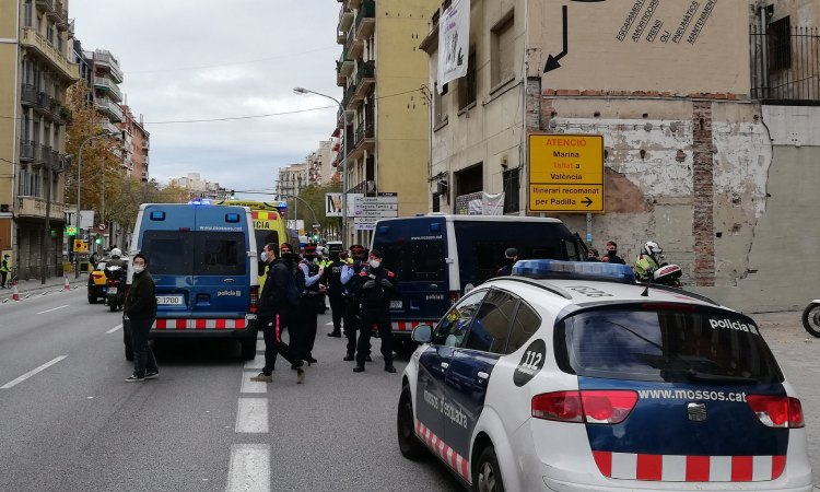Detingut el propietari de La Mecànica per intentar atropellar-ne els ocupants