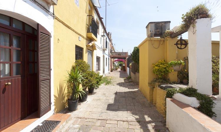La indústria de les bugaderes d'Horta encara es palpa al carrer d'Aiguafreda