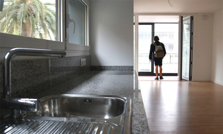 El preu dels pisos nous a Barcelona cau poc més d'un 3%