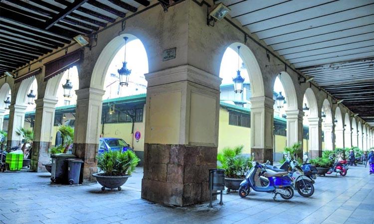 El temps s'atura al nucli antic del barri del Mercadal