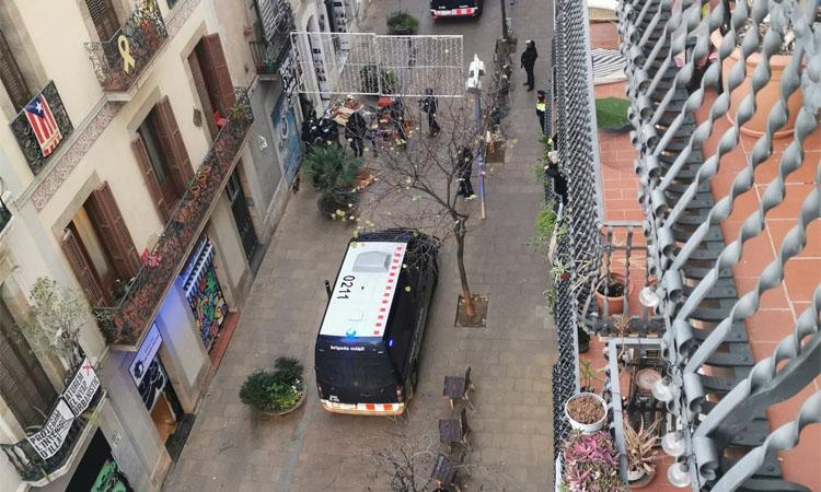 Els Mossos desallotgen un dels pisos de Ca l'Espina