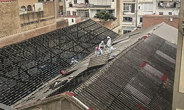 Queixes per la retirada d'amiant al carrer Josep Torres