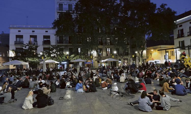 Segueixen els problemes de soroll i incivisme a la plaça del Sol