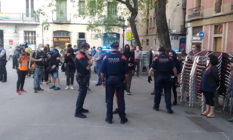 Tensió a la plaça de la Vila per una manifestació de l'esquerra anticapitalista