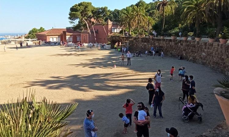 Els veïns gaudeixen d'un Park Güell sense turistes