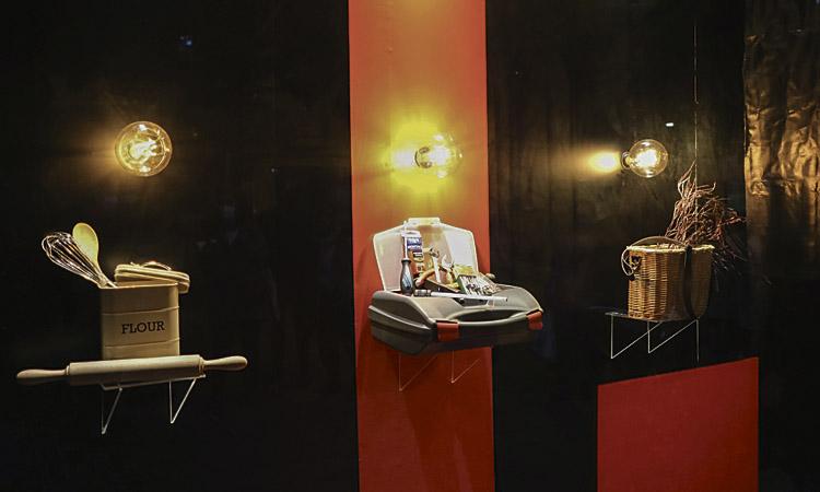 El Cor d'Horta viu Nadal amb uns aparadors de disseny