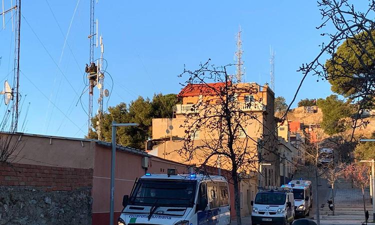 L'Ajuntament retira antenes il·legals en tres domicilis del Turó de la Rovira