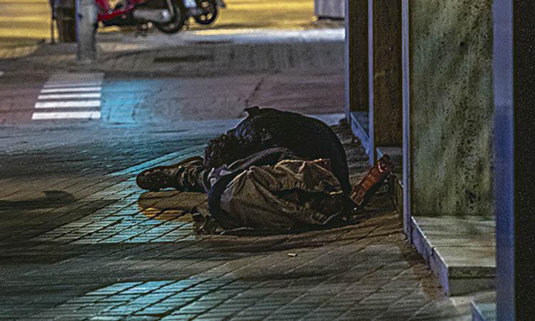 Al districte hi ha 33 persones que viuen i dormen al carrer