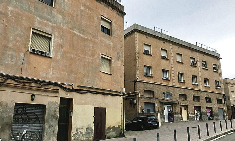 Colau compra tres edificis a Horta per evitar que facin fora els veïns