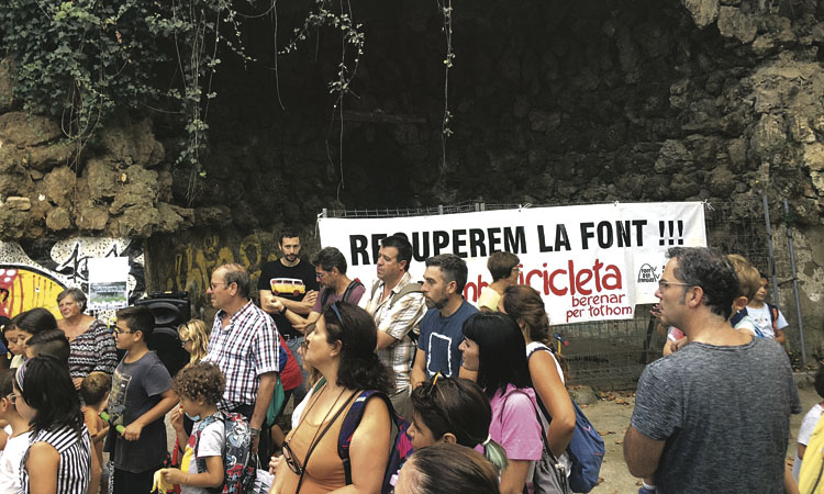 Tornen a demanar la reforma de la plaça de la Font d'en Fargues