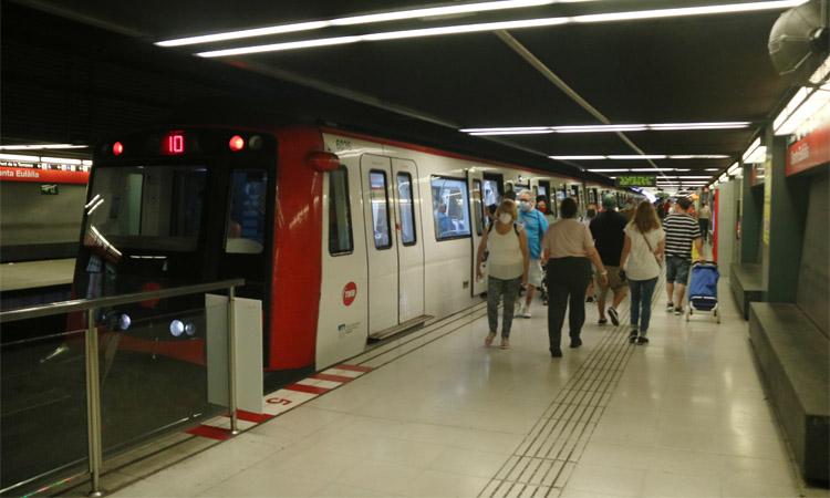 TMB impulsa un pla per combatre l'assetjament al transport públic