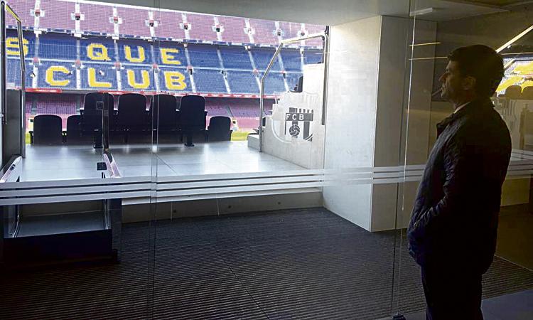 """Valls diu que l'Espai Barça """"transformarà tot el districte"""""""