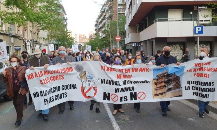 Protesta contra la macrocuina de les Corts tot i la moratòria