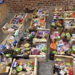 Les veïnes i veïns de les cues de la fam