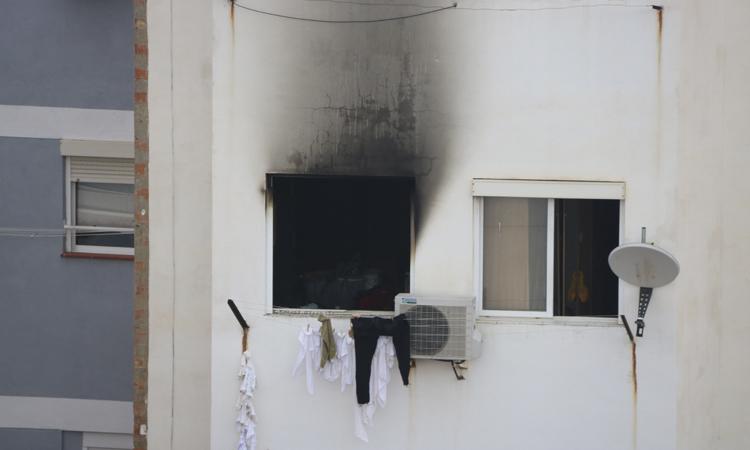 Moren dos nens i una dona en un incendi a La Torrassa