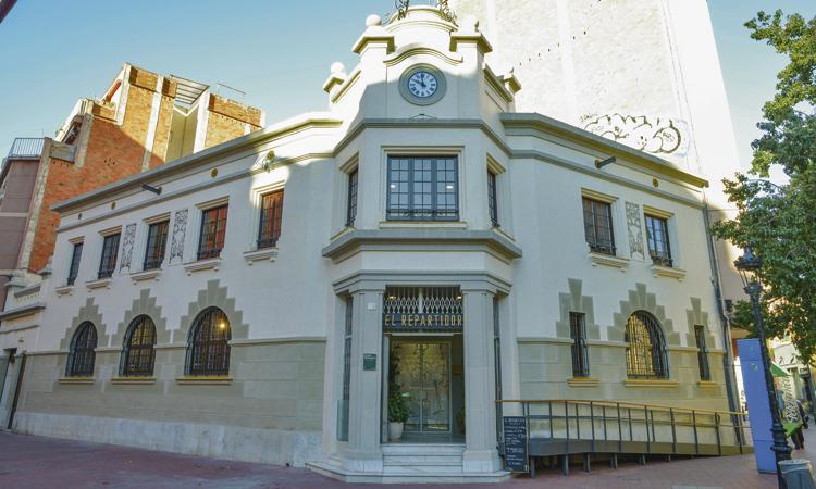 L'antic edifici de Correus recupera la seva façana original