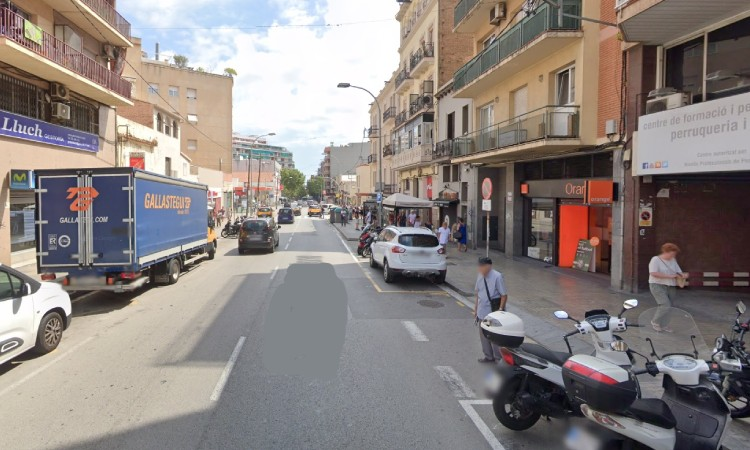 Tallaran la carretera de Collblanc per reclamar més espai per als ciutadans