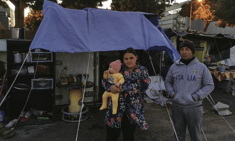 Una família amb un nadó de quatre mesos malviu al carrer