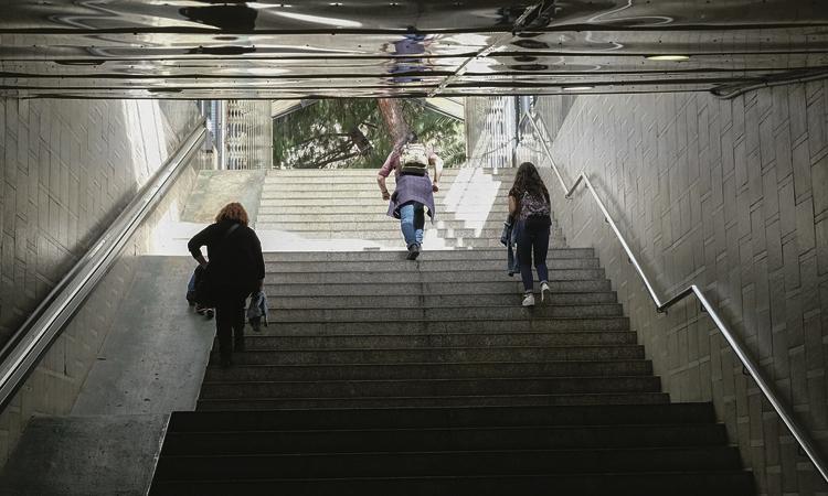 Comencen a instal·lar els nous ascensors a l'estació de Bellvitge