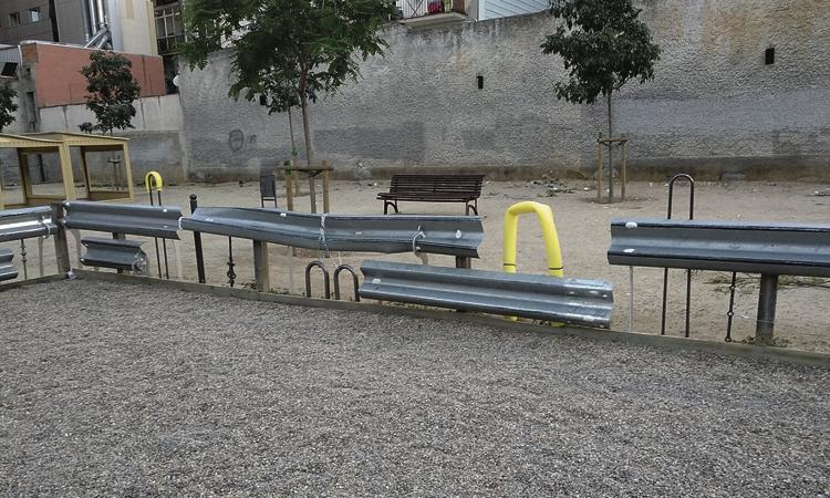 Retiren les escultures de la plaça Can Colom per seguretat
