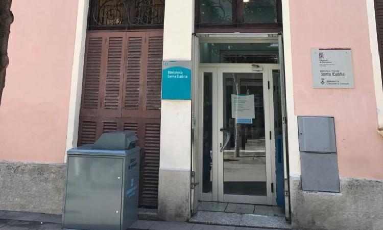 Recullen més de 3.000 firmes per mantenir una biblioteca a l'Hospitalet