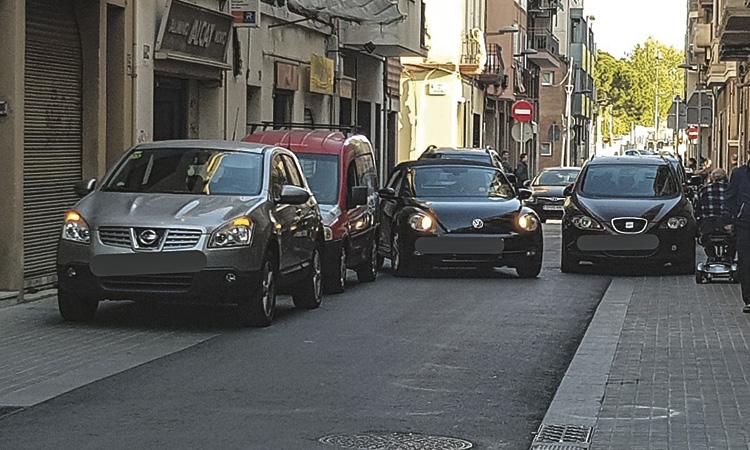 Queixes pels vehicles mal aparcats a Príncep de Bergara